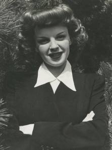 Casual photo of Judy Garland in 1944