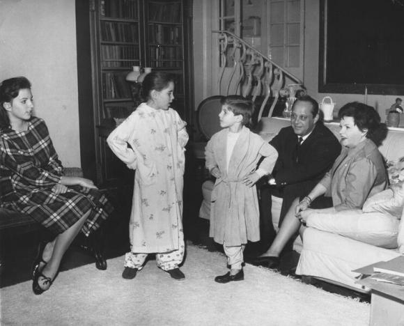 Judy Garland and family in Chelsea, London, 1960 (L-R: Liza Minnelli, Lorna and Joe Luft, Sid Luft, Judy Garland)