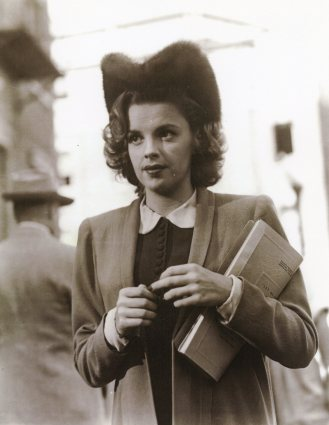 "Judy Garland on the set of ""Presenting Lily Mars"""