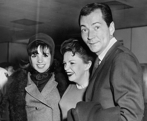 December-19,-1964-Liza-Mark-Herron-Airport-2