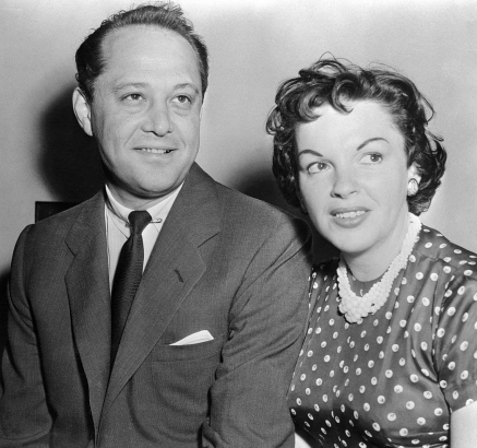 (Original Caption) Actress Judy Garland an and husband Sid Luft appeared in court here when actress Lynn Bari brought Charles against Luft, her former husband on $3,627 in unpaid alimony for 1952. Miss Bari stated that Luft had agreed to pay her 10 percent of his income but Attorney S. S. Luft was hiding his true income as Agent for Miss Garland by filing two different income tax returns, one for the Government and the other showing losses for his first wife.