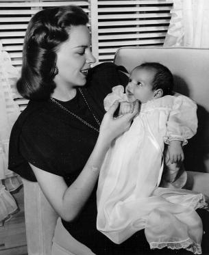 Judy Garland and Liza Minnelli, May 1946