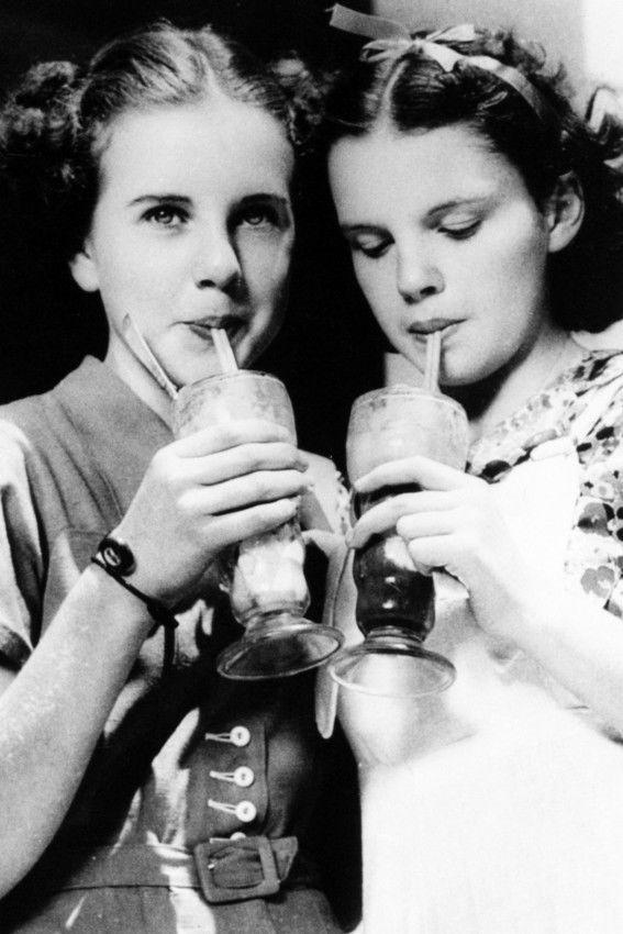 Judy and Deanna slurp sodas