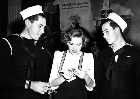 Judy Garland with sailors