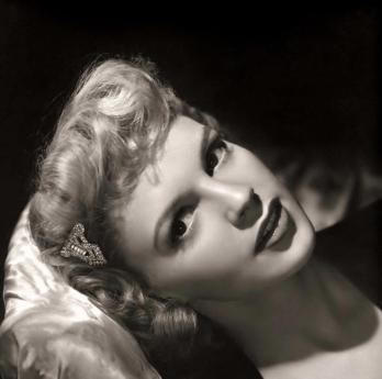 Blond Judy Garland in 1942