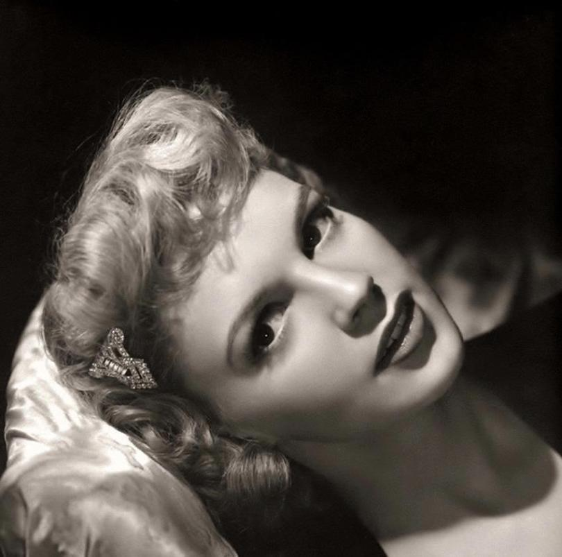 Blond Judy Garland in 1942