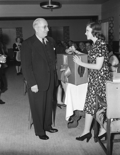 June 24, 1940 18th Birthday w portable phonograph