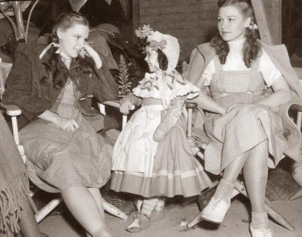 Judy-Garland-and-Bobbie-Koshay