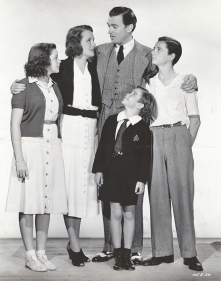 July-8,-1938-Cast-Photo-4