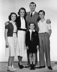 July-8,-1938-Cast-Photo