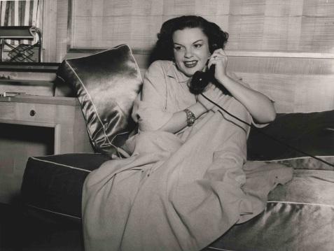 April 5, 1951 Ile de France Yves-Bizien_Judy-Garland-à-bord-du-paquebot-Ile-de-France-Cie-Gle-Transatlantique-5-avril-1951_Photographie-©-Collection-French-Lines