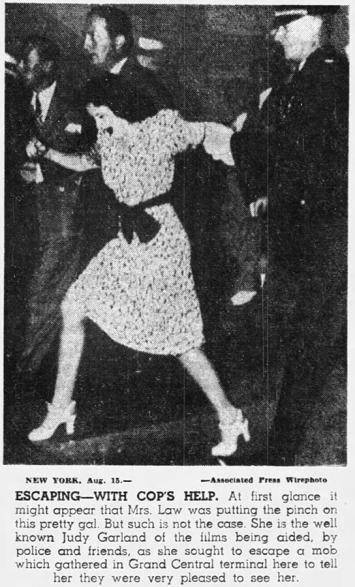 August-15,-1939-Miami-News-NY-Crowds