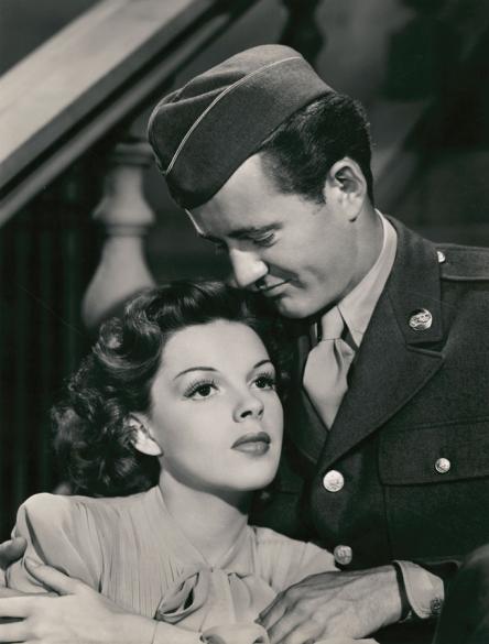Judy Garland and Robert Walker in The Clock