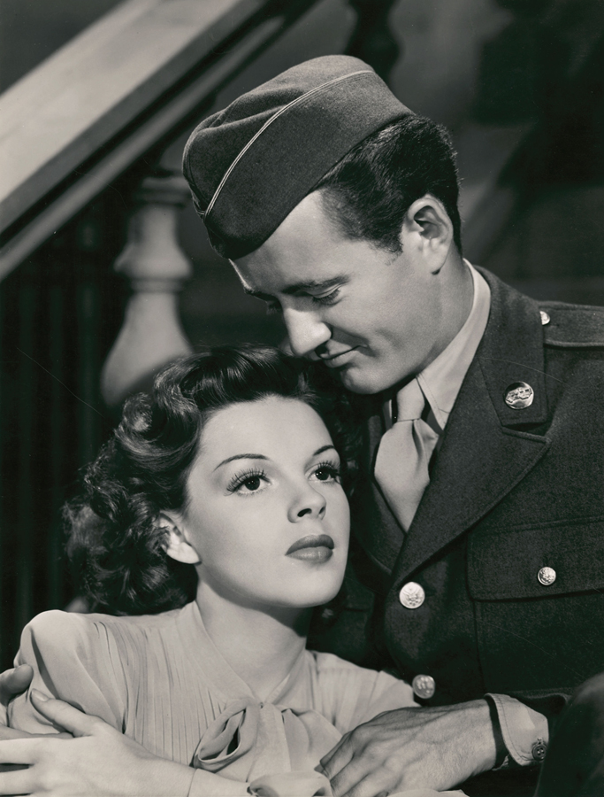 Judy Garland and Robert Walker in The Clock