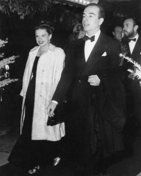December-18,-1946-The-Yearling-Premiere-1-Fur