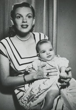 Judy-Garland-and-baby-Liza-Minnelli
