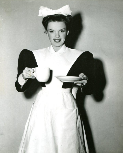 Judy-Garland-serves-coffee