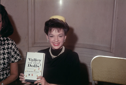 valley-of-the-dolls-press-conf-3