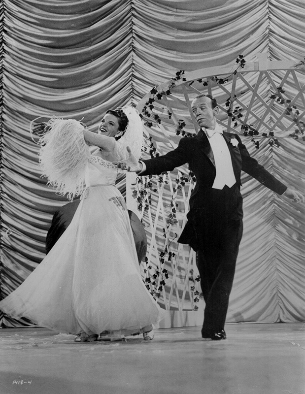 Judy-Garland-and-Fred-Astaire-dance-in-Easter-Parade