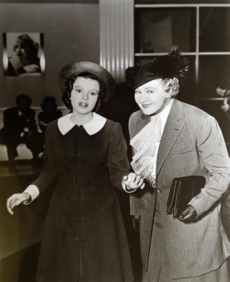 Judy-Garland-and-Sophie-Tucker-Broadway-Melody