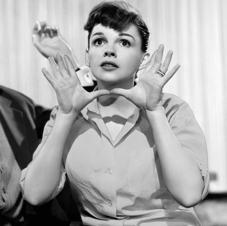 Judy-Garland-in-A-Star-Is-born-Someone-At-Last