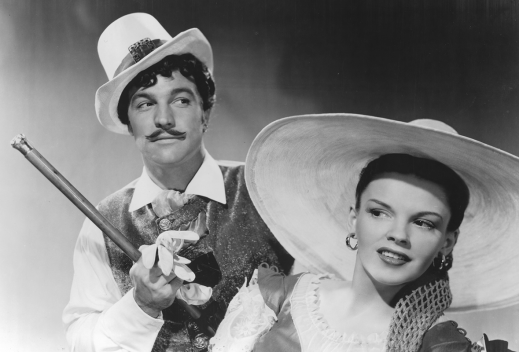 Judy-Garland-and-Gene-Kelly-in-The-Pirate