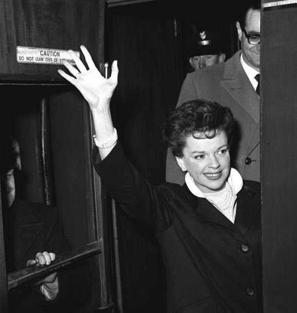 March-5,-1963-Arriving-London-4